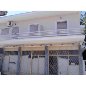 Double-storey ground floor store of 100sqm and 2 apartments of 100sqm are for sale